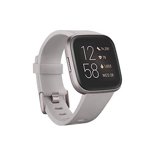 Fitbit Versa 2 - Gesundheits- & Fitness-Smartwatch mit Sprachsteuerung, Schlafindex & Musikfunktion, Steingrau/Nebelgrau